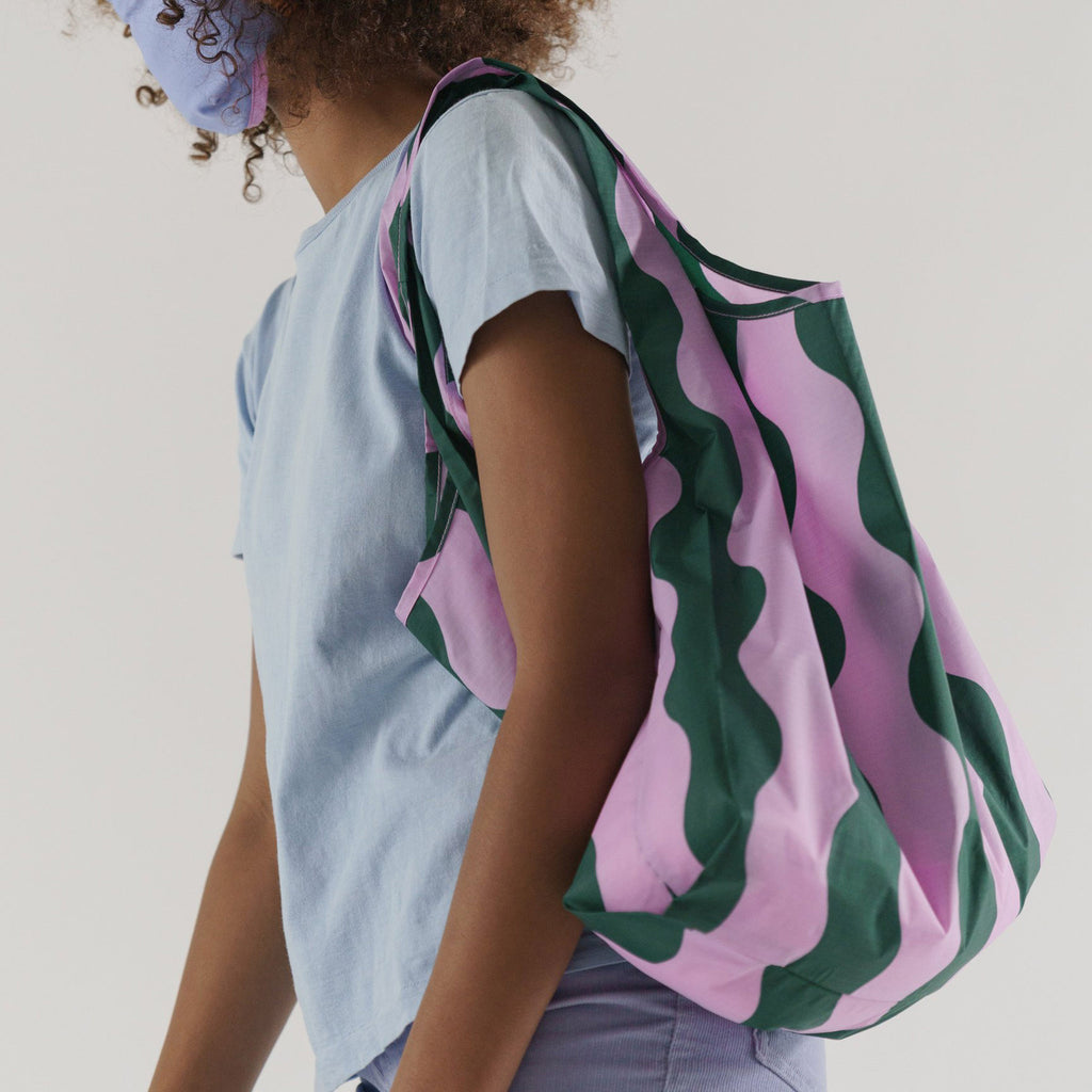 baggu standard ripstop nylon reusable shopping bag pink and green wavy stripe on shoulder