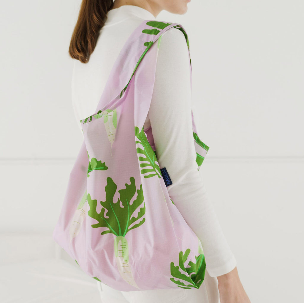 baggu reusable standard ripstop nylon bag in daikon on shoulder