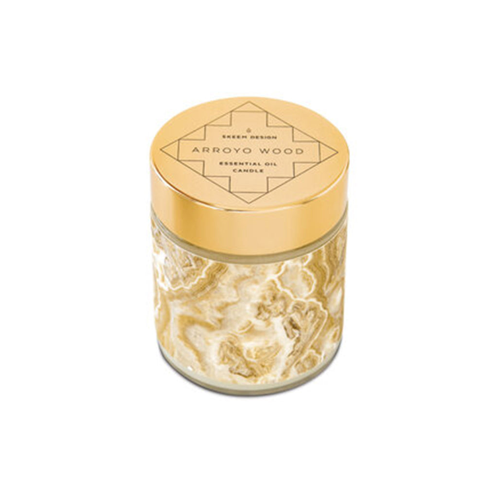 skeem sedona tan arroyo wood scented candle with lid on