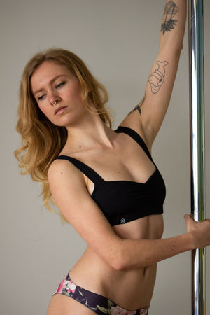 Balconette scrunch sports bra for pole dance in black