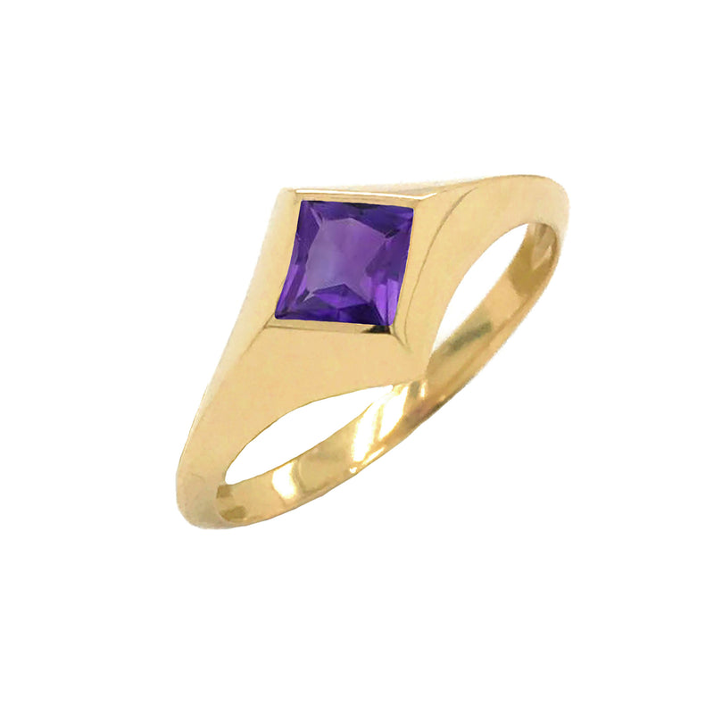 Solitaire Princess-Cut Amethyst Ring in Yellow Gold