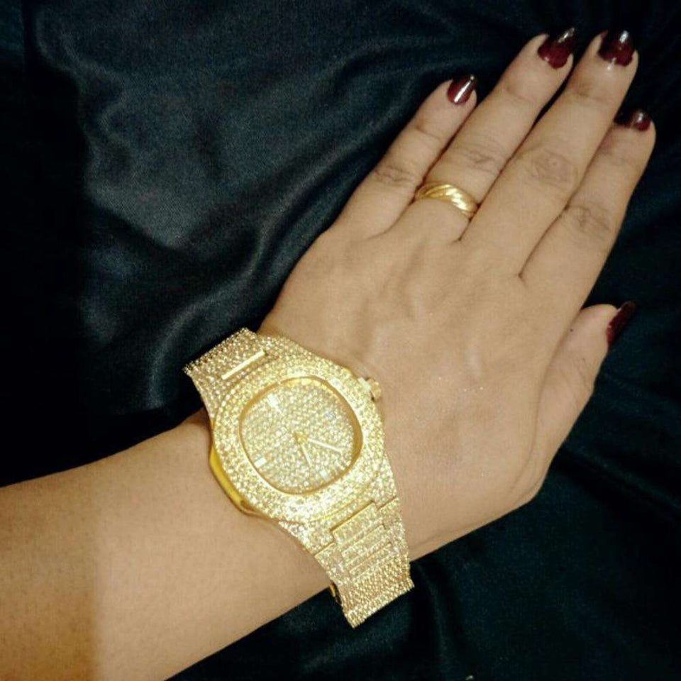 18k gold watch on female customer hand