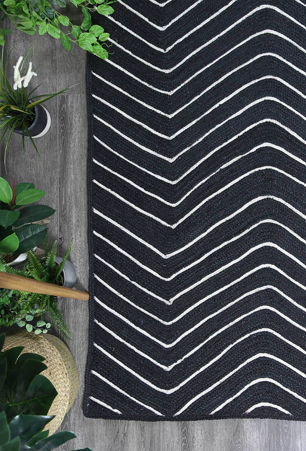 Artisan Black Natural Chevron Rug
