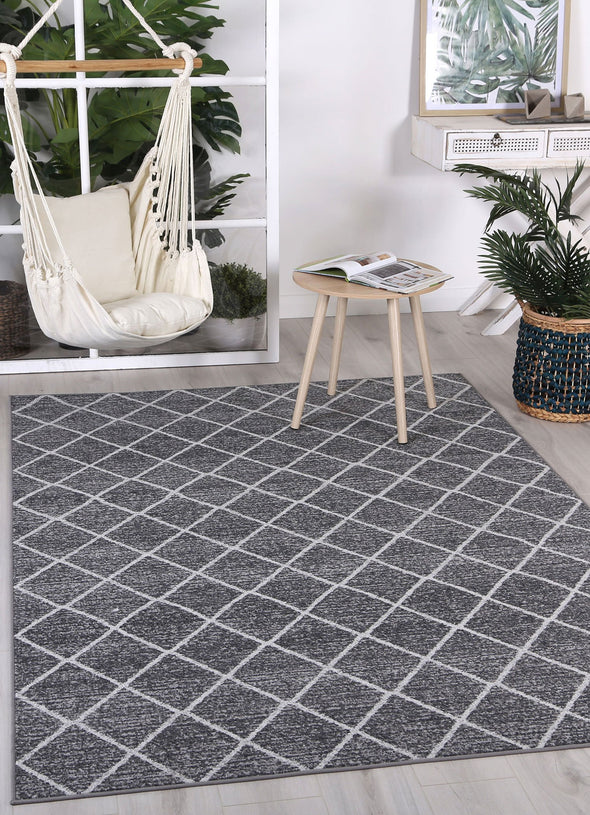 Courtyard Diamond Indoor/Outdoor Charcoal Rug
