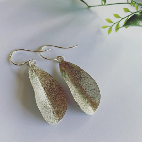 Leaf earrings on sterling silver ear hooks. Beauty and light🍃 Exquisite fine leaf detail in silver. A bit of earth inspiration, breath and connection with beauty
