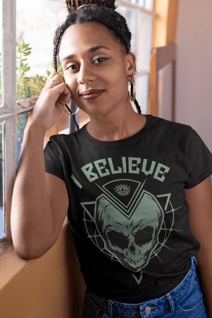 WOMEN'S I BELIEVE SHORT SLEEVE TEE - Deadcelebritee | Subculture Tees