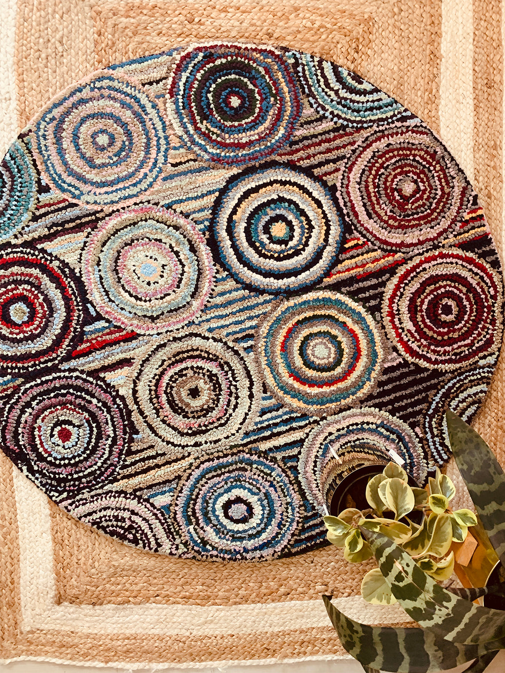 Multicolor tufted Round Rug