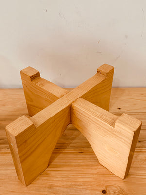 Cross Rounded Leg Planter Stand