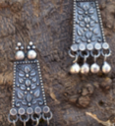 Earrings oxidised with bead