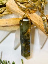 Load image into Gallery viewer, Labradorite Tower Gold Soul Chain