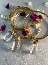 Load image into Gallery viewer, Golden Stackable Bangle with Chunky Clear Quartz Crystal Dangle