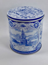 Load image into Gallery viewer, Delfts blue stroopwafel gift tin - Big Bite Dutch Treats