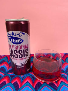 Can of Hero Cassis with glass - Black current drink - Big Bite Dutch Treats