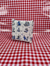 Load image into Gallery viewer, Delft cadeau papier - Delft blue wrapping paper - Big Bite Dutch Treats