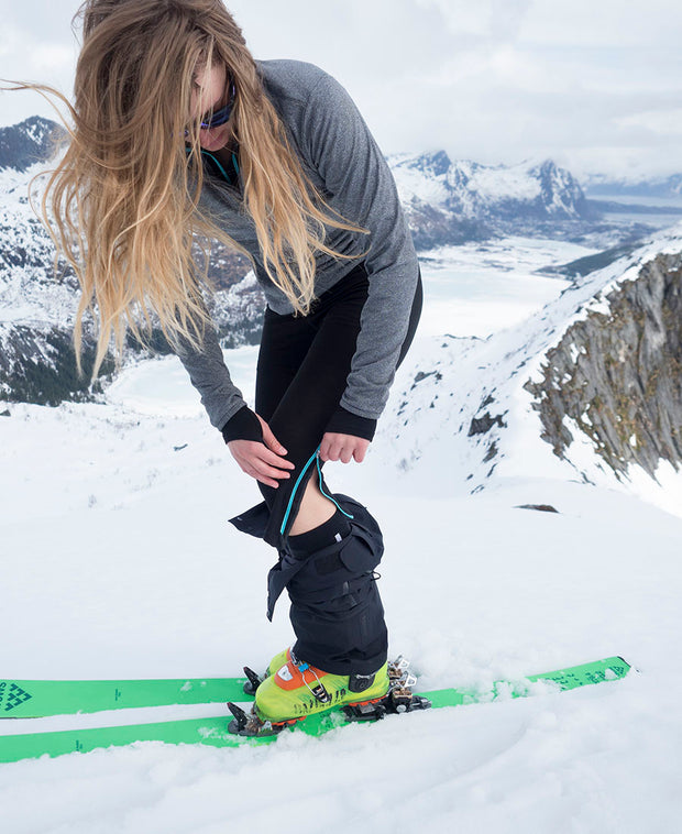 model skiing in Ziplongs® 3/4 Wool Womens by Northern Playground for Aktiv Scandinavian Activewear