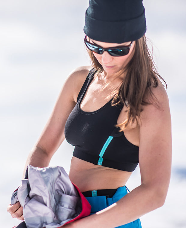 model skiing in Zipbra™ Wool Womens by Northern Playground for Aktiv Scandinavian Outdoor Wear