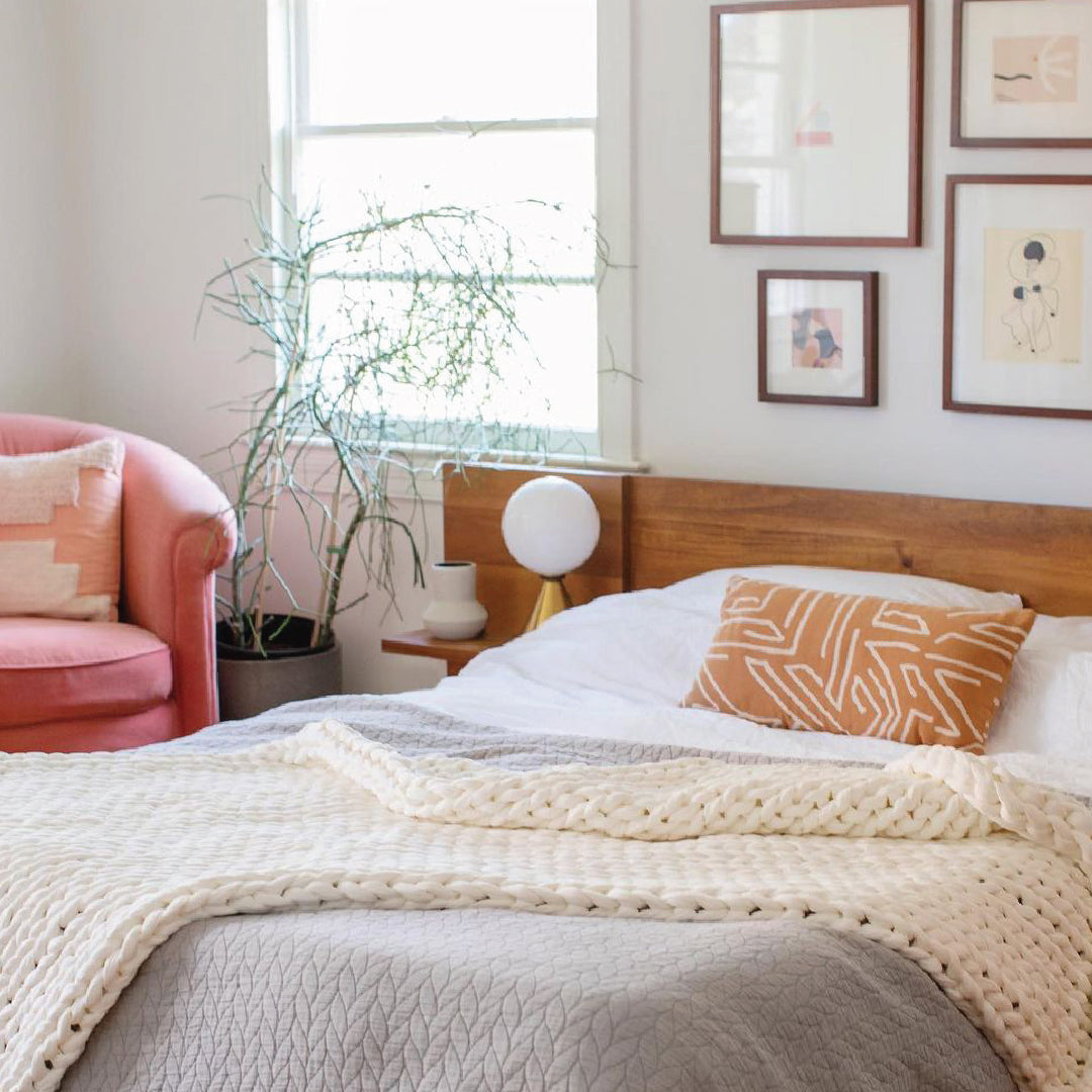 Bearaby Blog - Weighted Blankets:  What Are The Pros and Cons?