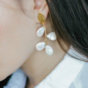 """Branch"" earrings with flat freshwater pearls"