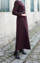 Load image into Gallery viewer, Abaya hijab/ Abaya simple / Abaya moderne/ Abaya chic/ Abaya bordeaux