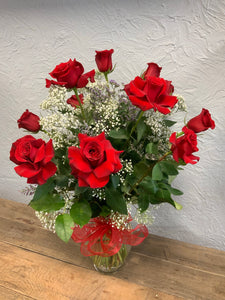 Red Roses (One dozen w vase)