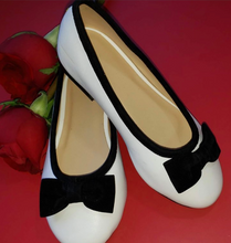Load image into Gallery viewer, Isabella Shoes with Bow for Girls by San Pedro - Made in Manila