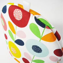 Load image into Gallery viewer, Cirkelblooma Tea Cosy