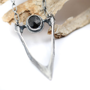 Magpie beak pendant with Black Spinel