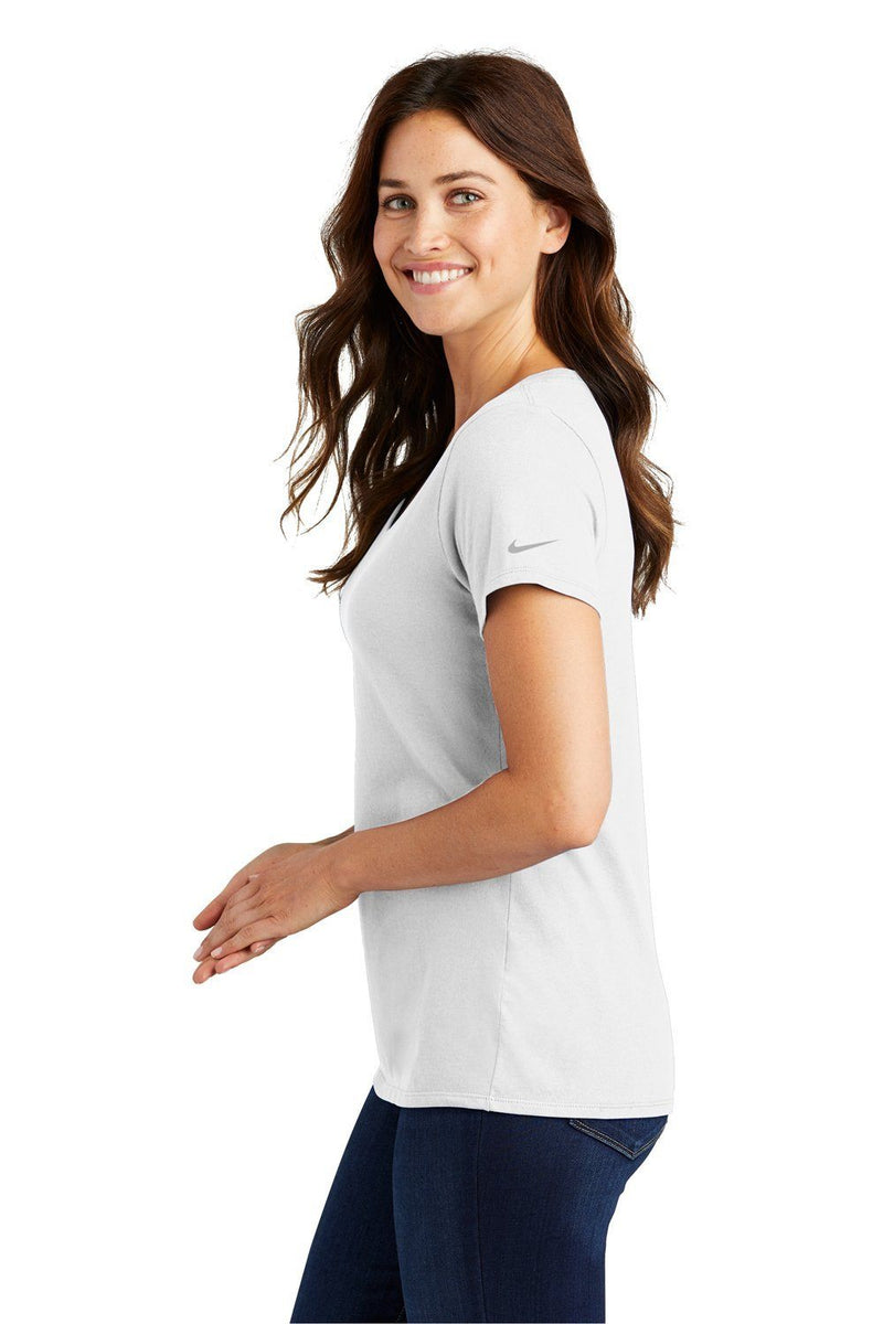 Snow Nike Women's Core Short Sleeve Scoop Neck T-Shirt