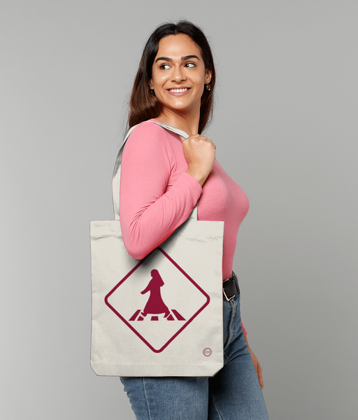 Pedestrian Tote Bag in natural with female model