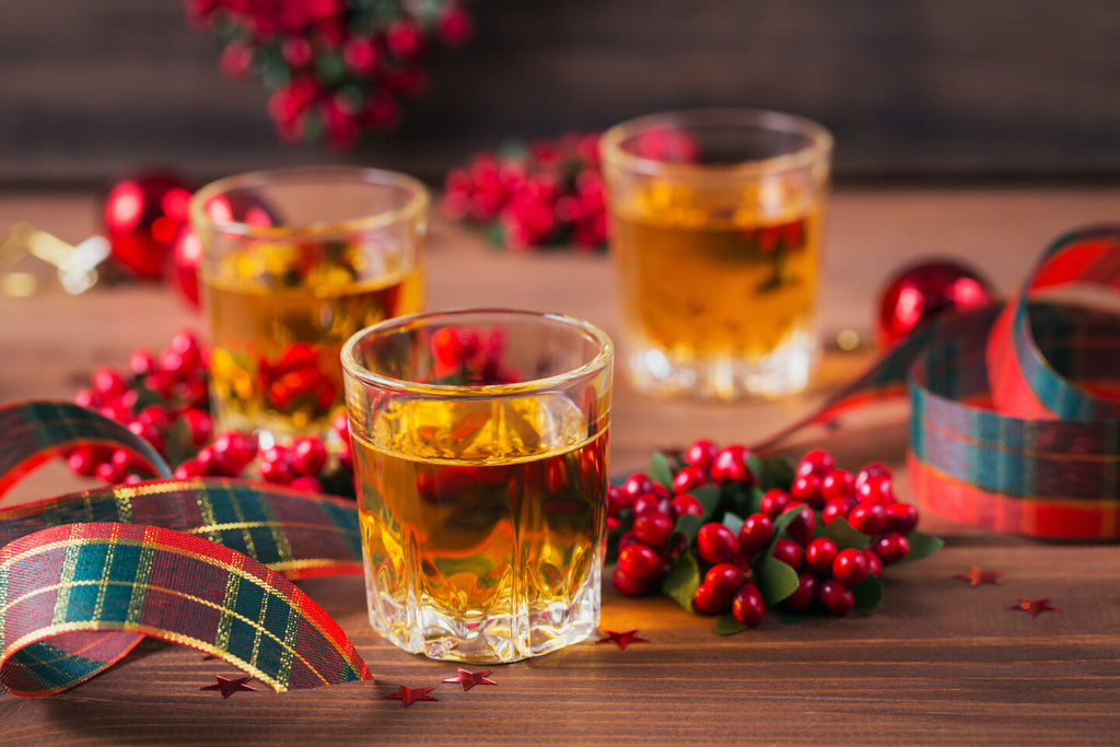 8 holiday whiskey cocktails to make for Christmas
