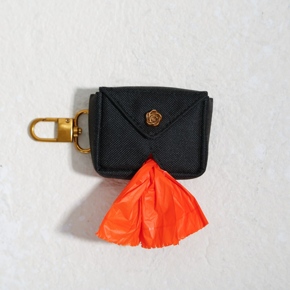 luxe poo bag holder