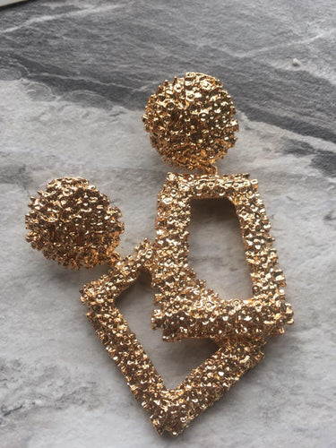 Mia earrings in gold