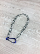 Load image into Gallery viewer, Clip necklace in blue