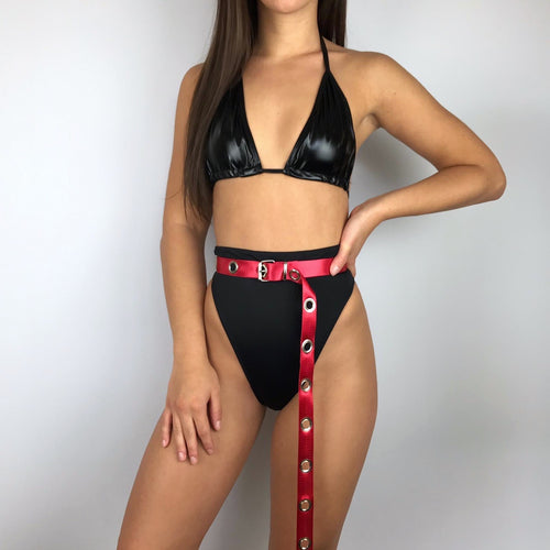 Long eyelet belt in red