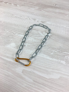 Clip necklace in gold