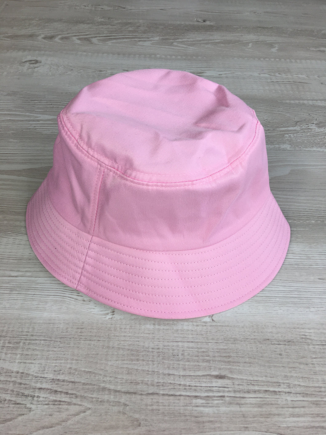 Bucket hat in baby pink