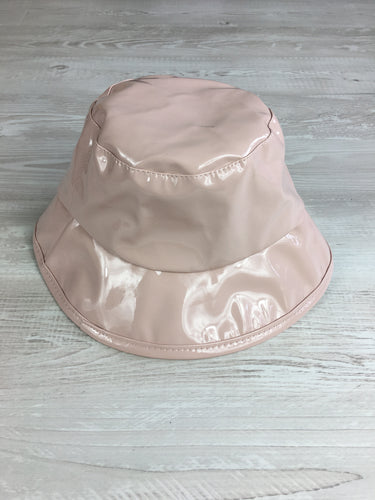 Vinyl bucket hat in baby pink