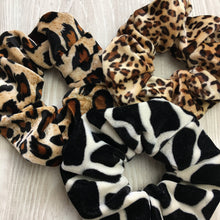 Load image into Gallery viewer, Velvet scrunchie in leopard print