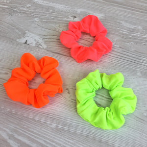 Scrunchie in neon yellow