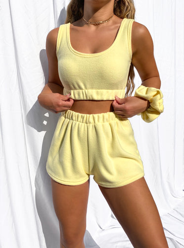 Fleece scrunched shorts in lemon