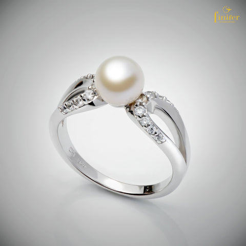 Simple Elegant Pearl Ring / Birthday Gift / Valentine's Day Gift / FIN-R0167