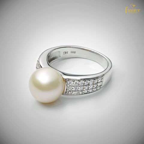 Bride Pearl Ring / Wedding Gift / Mother's Day Gift / Christmas Gift / FIN-R0161