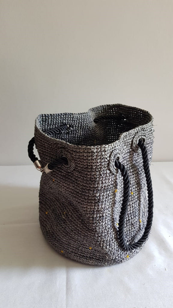 Sac en Raphia de  MADAGASCAR  gris - HOME TO YOU