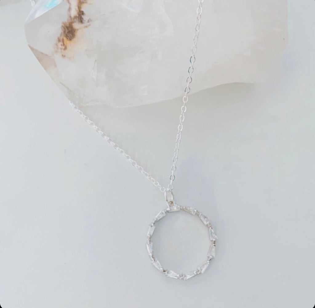 Oh So Lovely Jewellery Silver Rhinestone Circle Necklace osl-5c