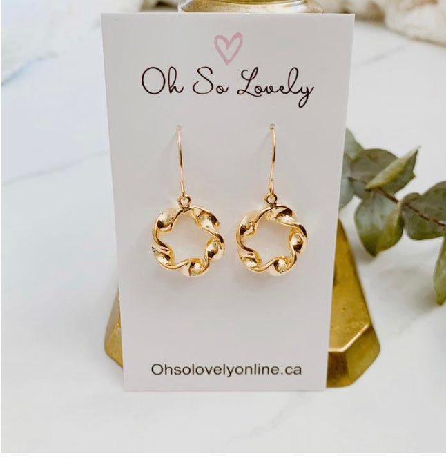 Oh So Lovely Twisted Circle Earring  osl-8n