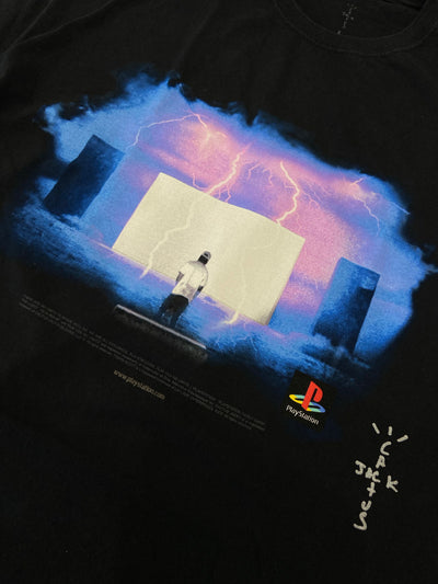 TRAVIS SCOTT X PLAYSTATION 5 MONOLIGHT NIGH TEE BLACK
