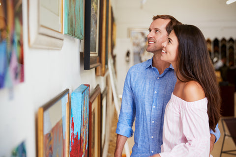 couple in a painting gallery
