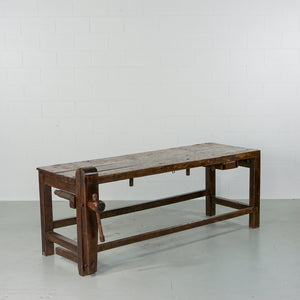 INDUSTRIAL WOODEN WORKBENCH WITH INTEGRATED VICE