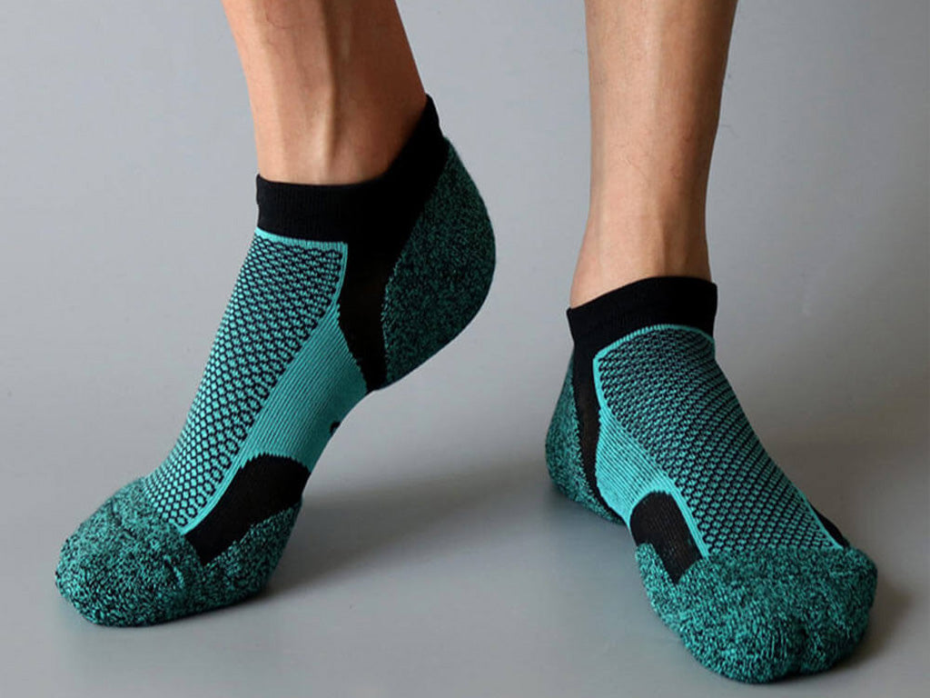 Low cut compression running socks