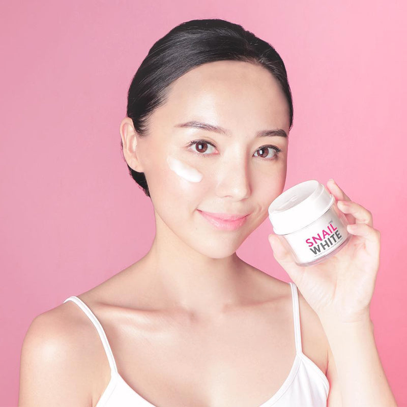 SNAILWHITE Moisture Facial Cream Model
